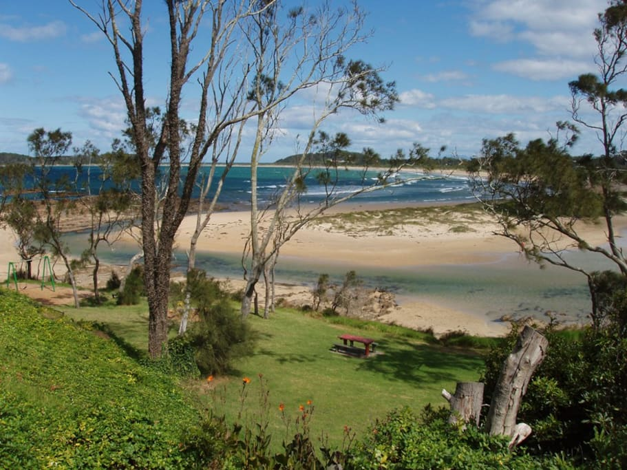 150m walk to the beach and a beautiful clean tidal lagoon, which is ideal for kids. On the other side of the lagoon, Broulee is a great beach for families and surfers.