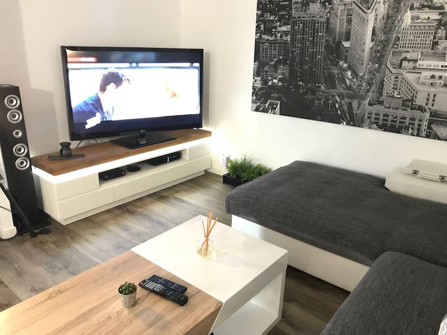 TV avec + de 200 chaines (toutes langues) / Wifi / Sono Bluetooth