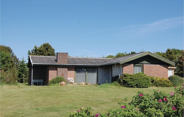 Holiday cottage with 4 bedrooms on 108 m² in Farsø