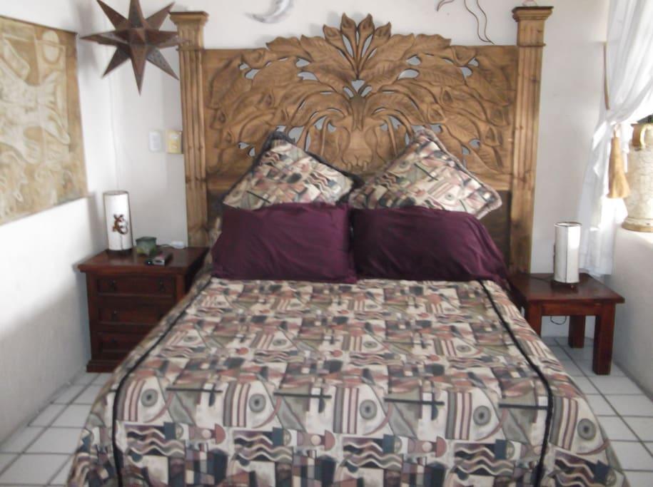 Beautiful Queen Bed with ocean view- Pillow top Mattress