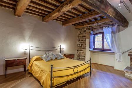 """Suite Torre del Colle - """"Caminetto"""" - Bevagna"""