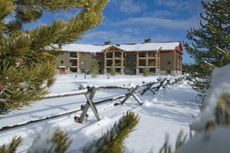 West Yellowstone Resort Studio Free WiFi! - ウエストイエローストーン