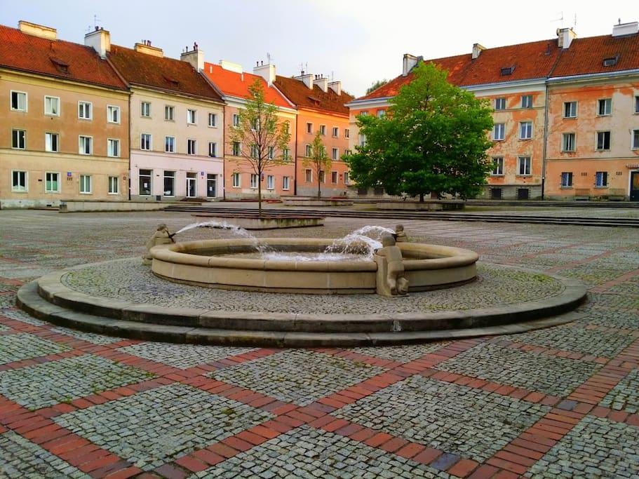 Rynek Mariensztacki (mieszkanie znajduje się w budynku po lewej)