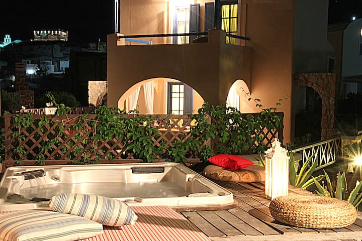 Villa Athena with 2  Jacuzzi's