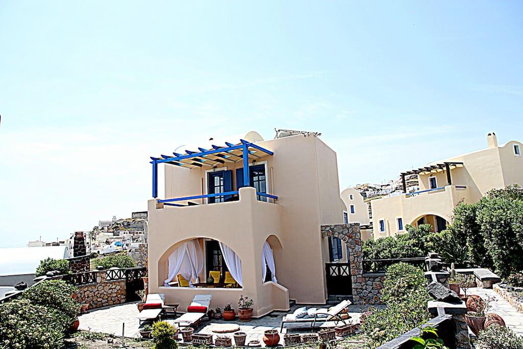 Endless Blue Sky all around Villa Athena