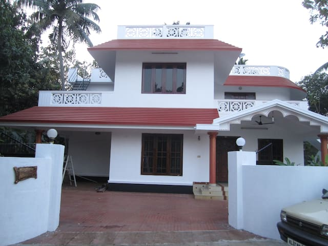 D'CUNHAS' RIVIERA ,with 2 bed Rooms - Ernakulam - Villa