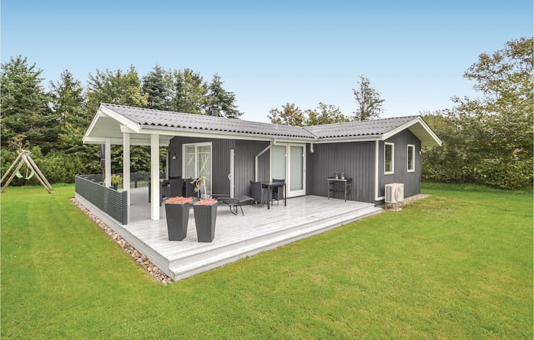 Holiday cottage with 3 bedrooms on 70m² in Glesborg