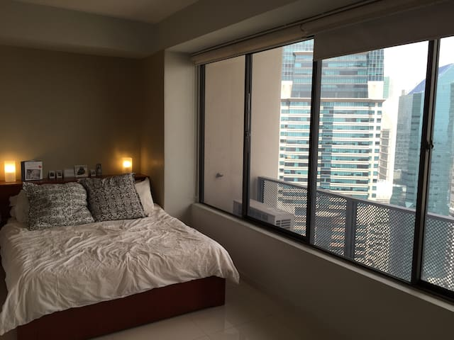 Queen size bed with view on the towers