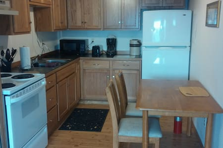 EARLE'S SUITES #3, SLEEPS 6, 6 miles Lookout Pass - Mullan