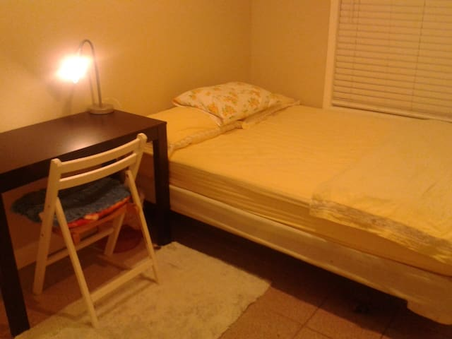 Affordable cozy nice clean room  - Pittsburg - Ev