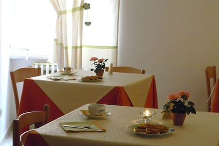 B&B Santa Lucia 3337253795 - San Giovanni Rotondo - Aamiaismajoitus