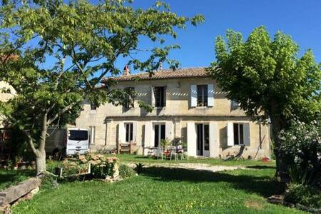 Petite chambre dans colocation - Lignan-de-Bordeaux - บ้าน