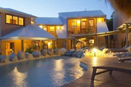 Luxury Pool Villa Fiji- Sleeps 12 - Denarau Island