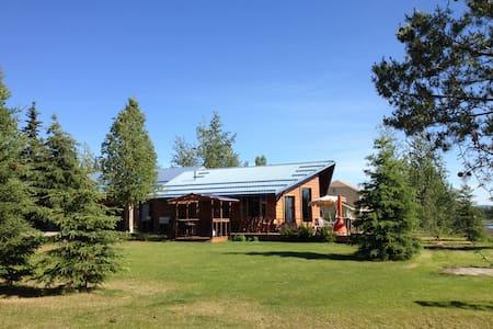 Exclusive Riverfront Cottage - Fairbanks - Talo