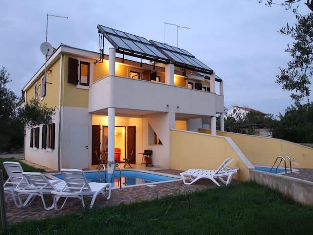 Villa Contessa Rosie 1 with pool - Bužinija - Dům