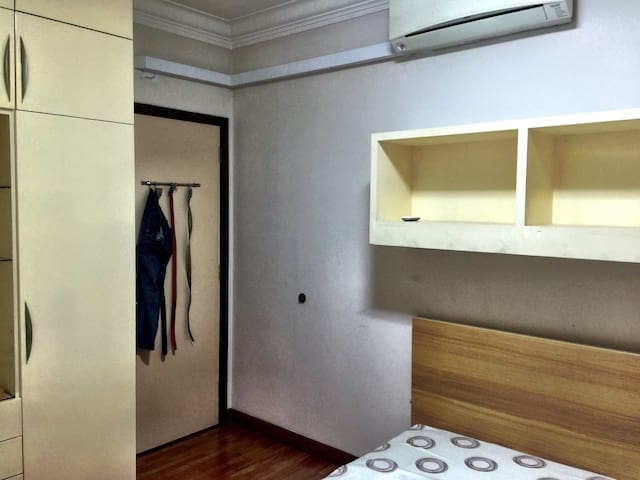 Cozy double bedroom share bathroom - Singapore - Condominio