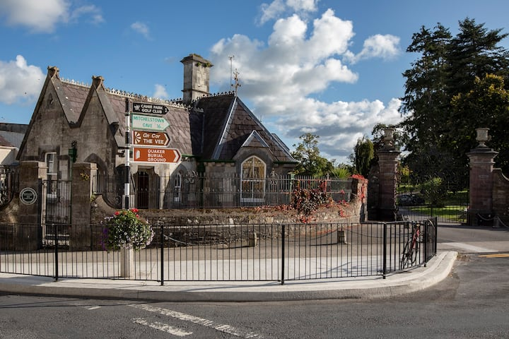 Victorian Gate Lodge in the heart of Cahir
