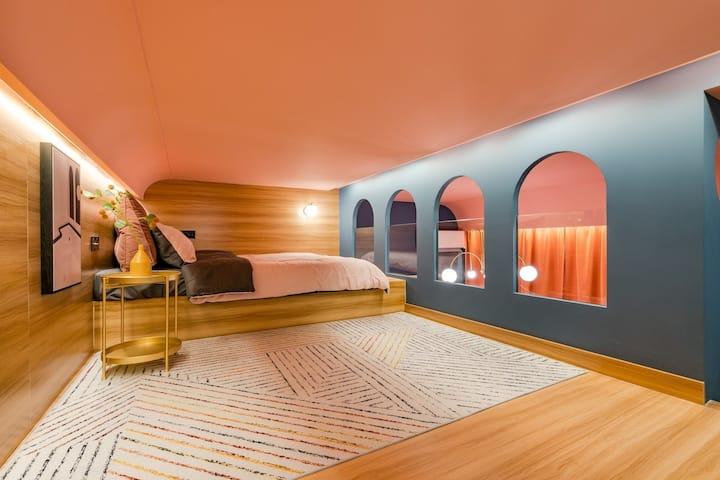 鹿头舍x蓝巴赫 距外滩400米的彩色小筑超大投影 暖新loft 四人入住 南京东路地铁站