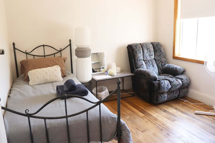 B&B for 1 person | Free parking | Close to CBD