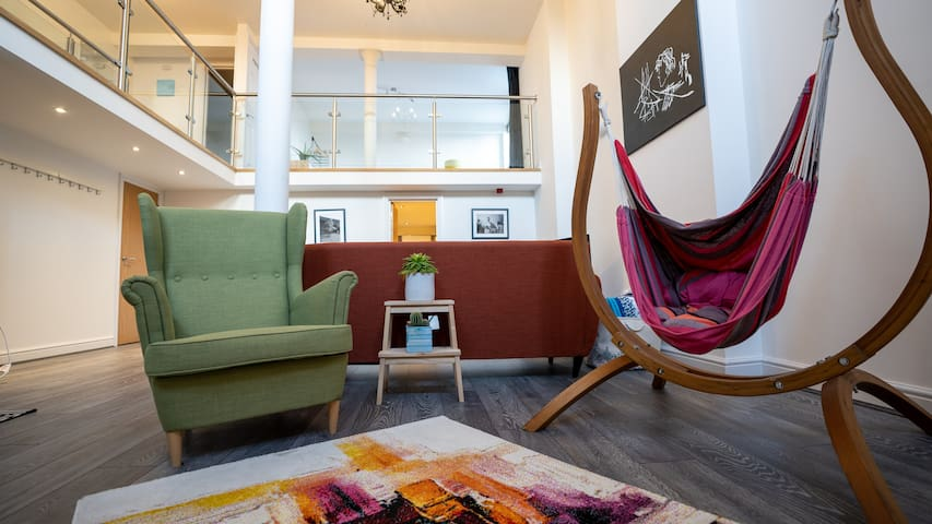 Contemporary Cardiff getaway, 5 mins from centre