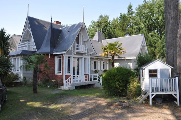 Villa Jeanne d'Arc 550m de la mer - ラ ボール エスクブラック - 別荘