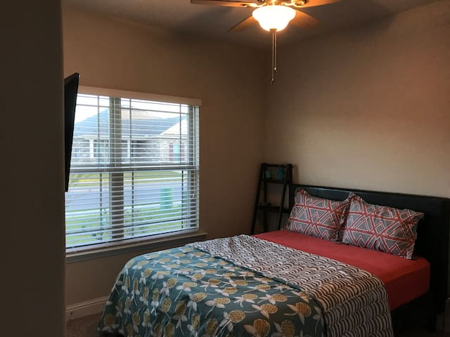 Private Room (Brand New house) near beaches/casino