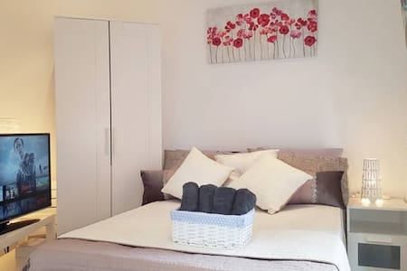 Central London Double Room 2 min to Tube, ExCeL O2 - Canning Town