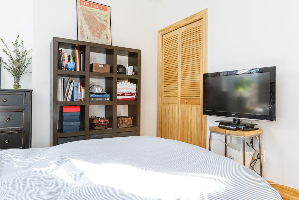 """Towels, closet with hanger storage (limited), 32"""" TV with cable box/Apple TV"""