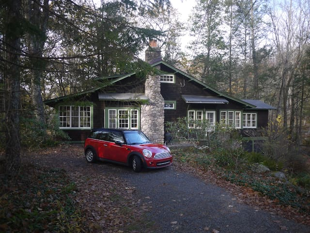 Stone and Cedar Chalet - Streamside - Phoenicia
