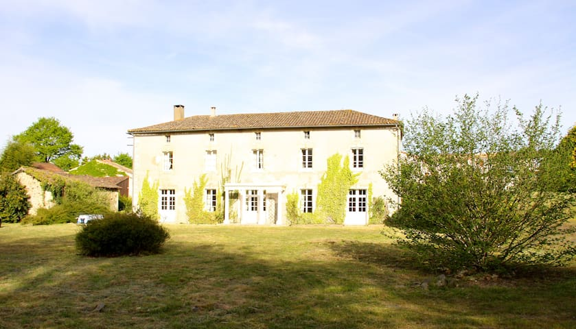 Large  Beautiful Family House, Charentes, sleeps 9 - Pamplie - Huis