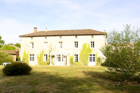 Large  Beautiful Family House, Charentes, sleeps 9 - Pamplie - Dom