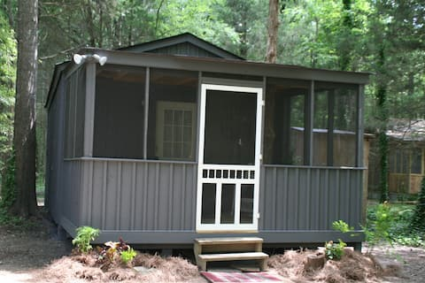 "Wynnewood ""Jettie Jewel"" Cabin"