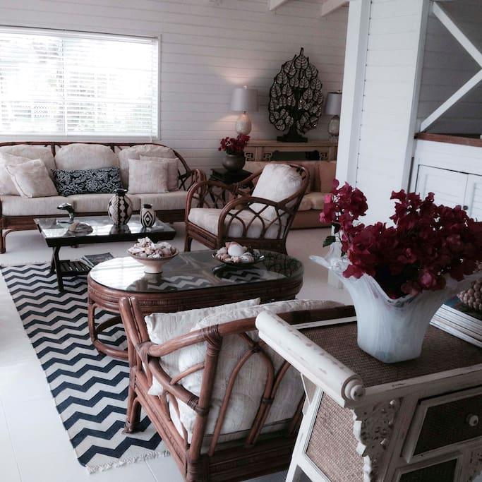 Living Room/ Sala Principal