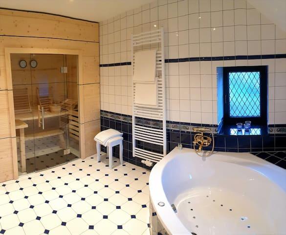 Suite mit privater Sauna und Whirlwanne