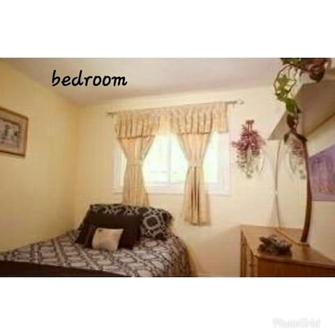 Cozy,comfy room &own fridge in downtown Woodbridge