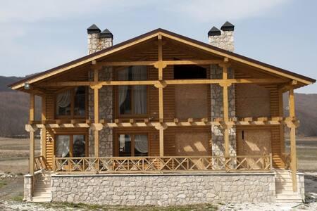 Νέο Τριώροφο Σαλέ στα 3-5 πηγάδια - Agios Pavlos - 牧人小屋