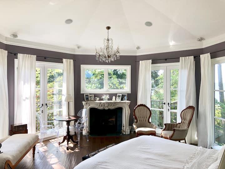 Luxury West Vancouver Island Home