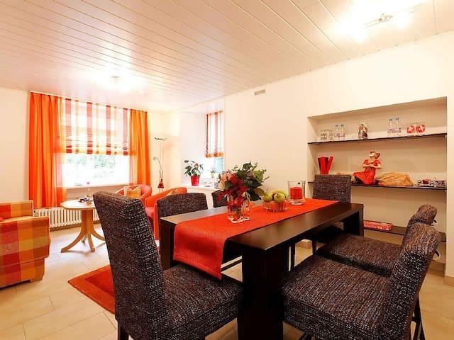 Ferienwohnungen Mengeler, (Freiburg), Ferienwohnung 2, 80 qm, 2 Schlafzimmer, max. 4 Personen
