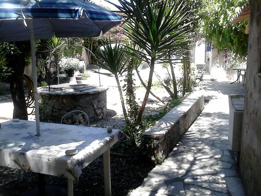 coin repas fond du jardin