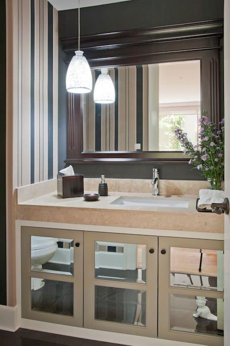 Medio baño estancia sala-comedor