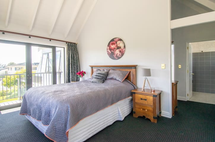 Private rooms 2-6 guests - Luxury in Motueka