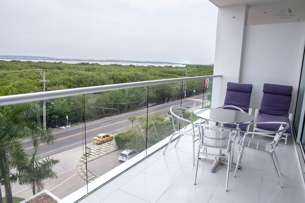 balcon con vista a la ciénaga y a la ciudad