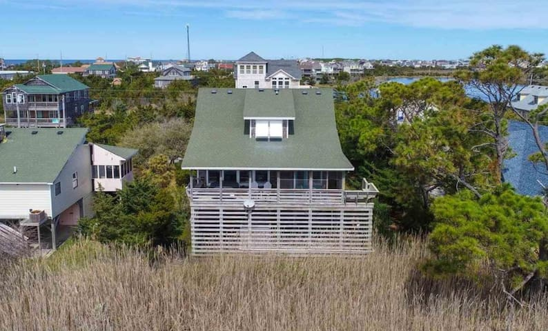 Charming Cottage With Hot Tub -Short Walk to Beach