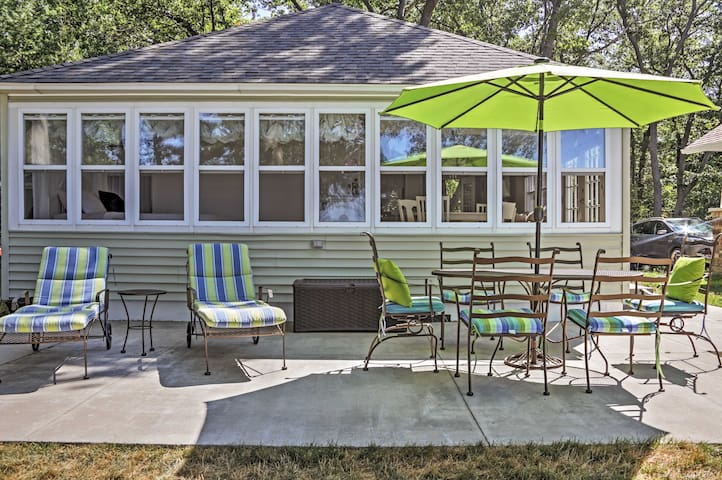 Enjoy a relaxing retreat at this Port Austin vacation rental cottage.