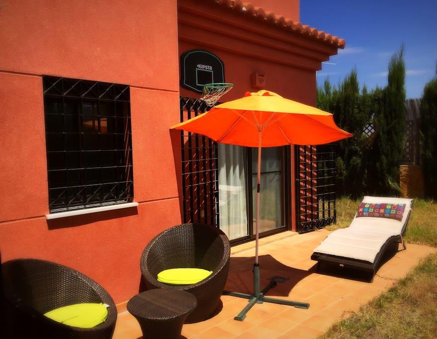 Piso con jardin playa granada golf apartamentos en for Pisos alquiler motril