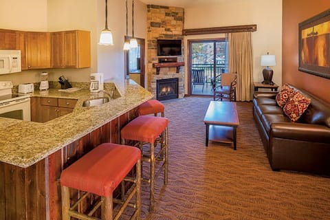 GlacierCanyon  3BD/2BTH; Sleeps 10; waterpark free