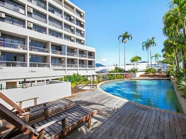 Studio Apartment - Cairns.  Free Wi-Fi - Cairns City