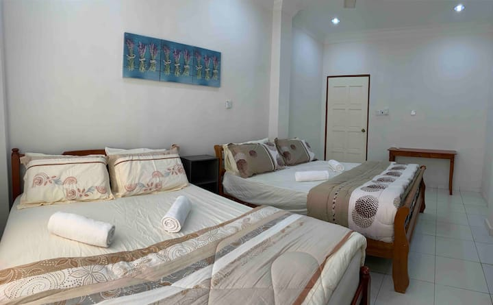 Auntie Florence Homestay, Penampang | Room G