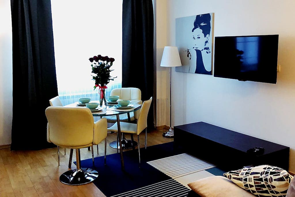 Living room with TV 300+ channels including international / Уютная гостиная, 300+ каналов ТВ, включая иностранные