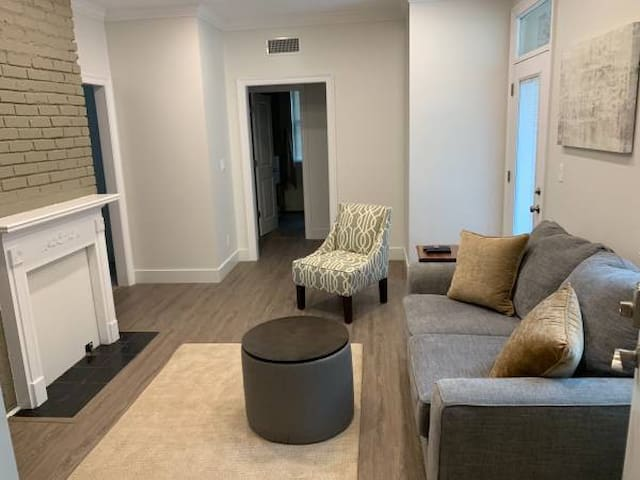 Midtown Apartment with high end finishes!